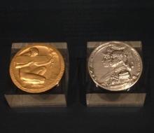Medalla de la Exposición Nacional de Bellas Artes de 1915. Anverso de Benlliure (plata) y reverso de Blay (oro). Foto Archivo FMB