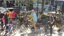 Participantes en la Ruta Benlliure en bicicleta por Valencia