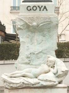 Frente del pedestal del monumento a Goya. 1902. Foto Archivo Fundación Mariano Benlliure