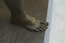 Monumento al marqués de Larios, detalle del pie derecho de la Alegoría del trabajo. Foto Fundación Mariano Benlliure