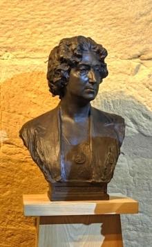 Copia en bronce del busto de Lucrecia Arana en el Museo del Torreón de Haro