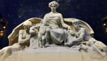 Grupo escultórico de Mariano Benlliure, edificio Metrópolis. Foto AFMB