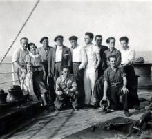 José Luis Mariano Benlliure y Soledad Galán con su hija Lucrecia y un grupo de compañeros en el viaje a México. Foto Archivo FMB