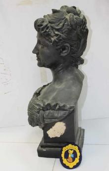 Copia del busto de la reina María Cristina con la firma apócrifa lijada. Foto Archivo Subrupo Patrimonio de la Policía Nacional adscrita a la Comunidad Valenciana