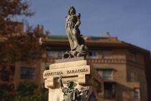 Mariano Benlliure, Lucrecia Arana como Agustina de Aragón en su monumento, Plaza del Portillo, Zaragoza, 1908. © Archivo Fundación Mariano Benlliure