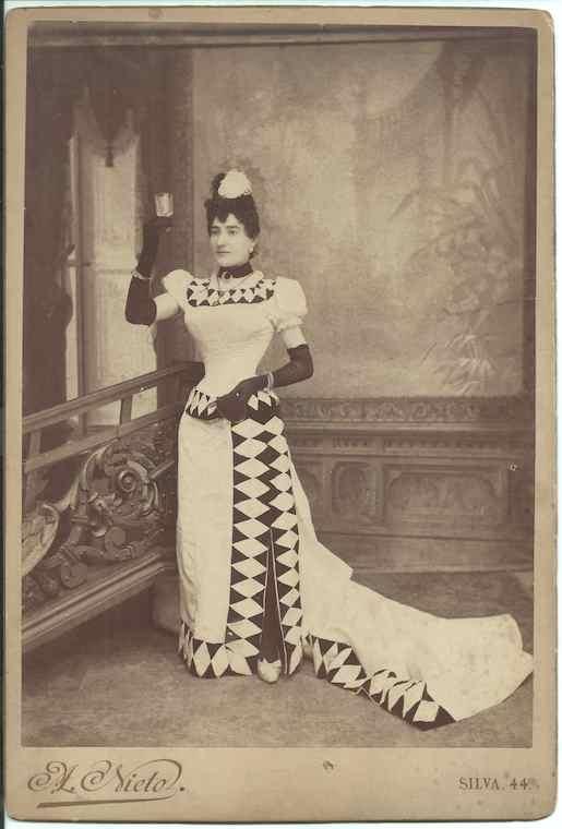 "Lucrecia Arana en ""Lacrima Christi"". Foto Archivo Fundación Mariano Benlliure"