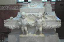 Mausoleo de la Vizcondesa de termens, querubines a los pies de los féretros de la vizcondesa de Termens y de sus padres. Foto Archivo Fundación Mariano Benlliure