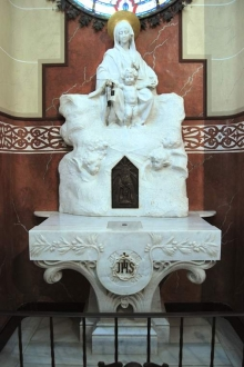 Mausoleo de la Vizcondesa de termens, altar de la Virgen del Carmen. Foto Archivo Fundación Mariano Benlliure