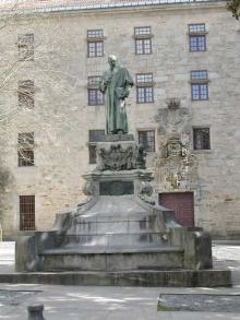Monumento a Eugenio Montero Ríos en la plaza de Mazarelos de Santiago de Compostela. Foto Archivo Fundación Mariano Benlliure