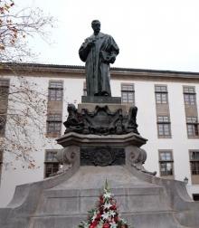 Restauración del monumento a Eugenio Montero Ríos en la plaza de Mazarelos de Santiago de Compostela. Archivo Fundación Mariano Benlliure