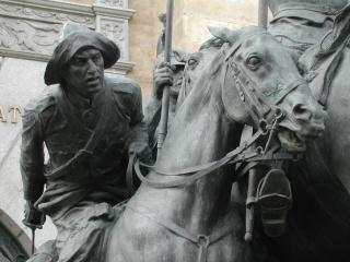 Monumento al Regimiento de Cazadores de Alcántara 4