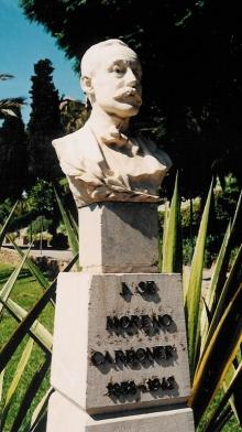 Monumento a José Moreno Carbonero con el busto en mármol destruido en 2012, copia del busto original de Benlliure. Foto Archivo Fundación Mariano Benlliure