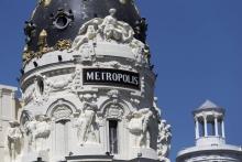 Grupo escultórico de Mariano Benlliure en el Edificio Metrópolis. Foto Antonio Castro, madridiario.es