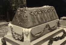 El Sarcófago de Vivente Blasco Ibañez expuesto en el estudio de Mariano Benlliure. Foto Archivo Museo Mariano Benlliure, Crevillent.