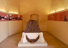 El Sarcófago de Vivente Blasco Ibañez en la Capilla del Claustro Gótico del Centro del Carmen. Foto Archivo Fundación Mariano Benlliure